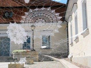z12172426Q,Folk-on-the-street-art-graffiti--Koronki-NeSpoon