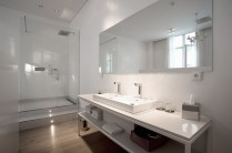 het-arresthuis-director-bathroom[2]