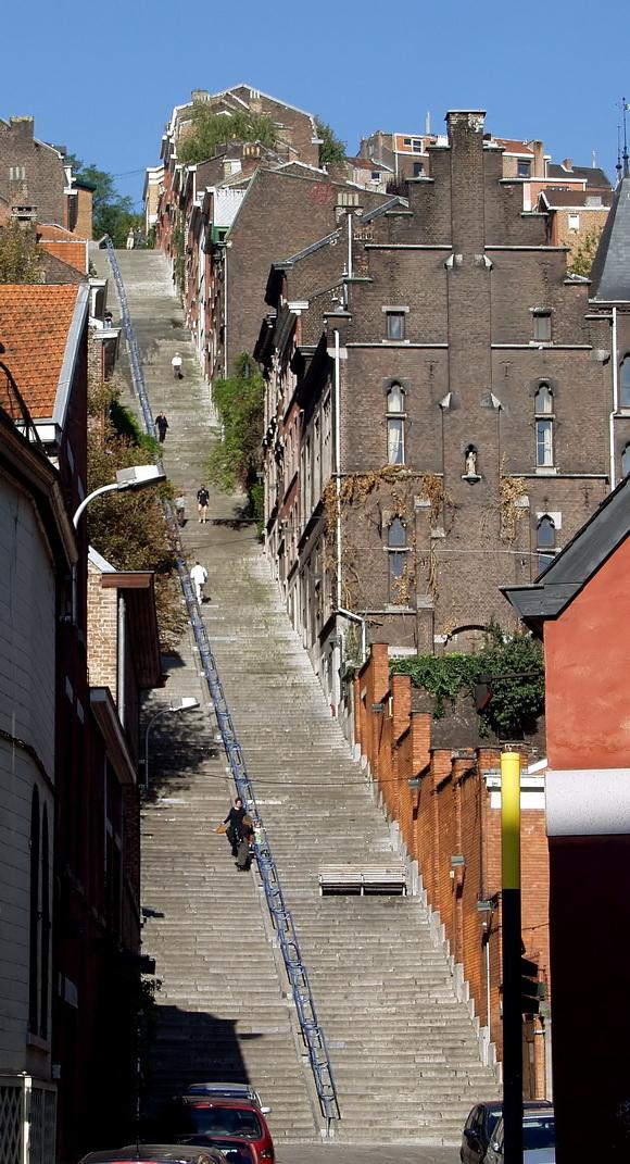 Montagne_de_Bueren_-_stairs_-_Liege_2